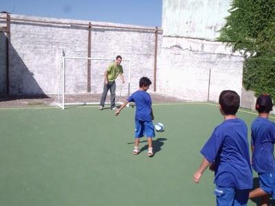 Time de alunos que disputou o Campeonato de Futsal da Feira do Livro de Niterói de 2007 foi convidado para dar os primeiros passos na novaquadra.