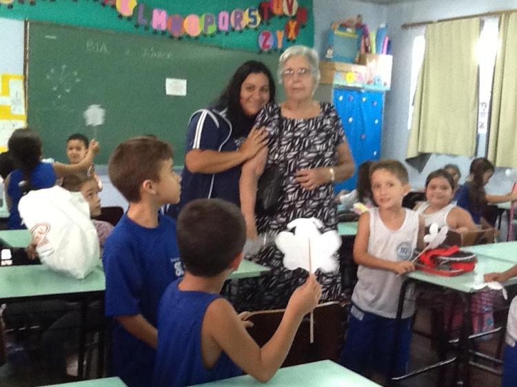 Profª Maria visita à Escola